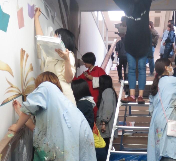 ヒーリング表現領域の図書館壁画プロジェクト、制作も大詰め!